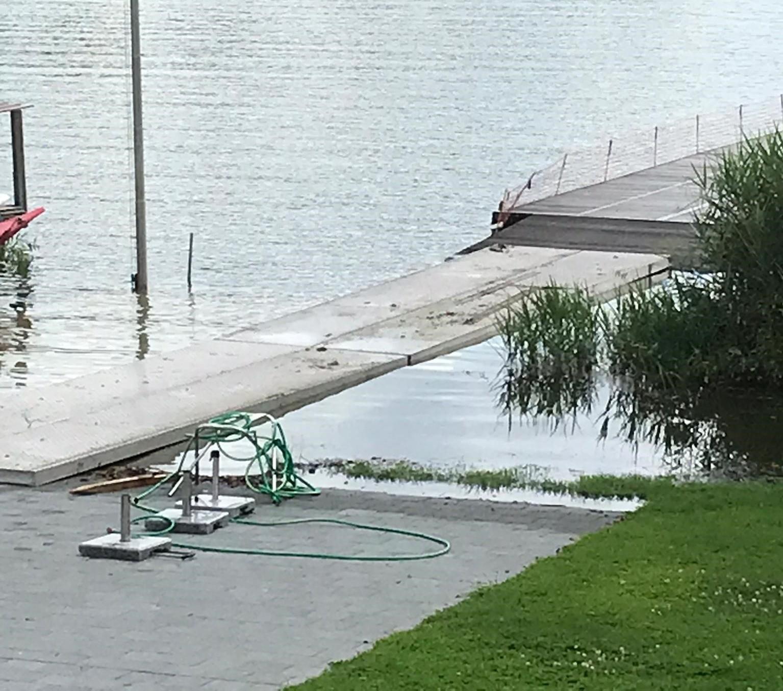 Schäden am Steg durch Hochwasser